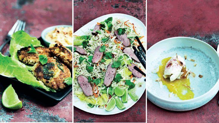 Der er smæk på både farver og smag i det asiatiske køkken. Kombinationen af sprødt, friskt og stærkt vækker lykke hos de fleste, så invitér gerne en håndfuld gæster med til smagsfest. Her får du opskrifterne på crabcakes med chilimayonnaise, risnudelsalat med andebryst og frisk koriander og kokosis med ananas-mango-puré