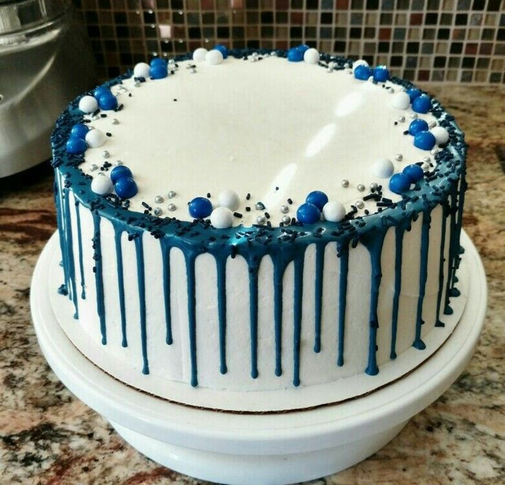 Blue and white drip cake
