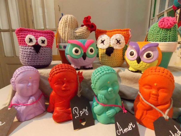 Cactus tejidos, buhos tejidos al crochet y otros pintados; y los budas babies...