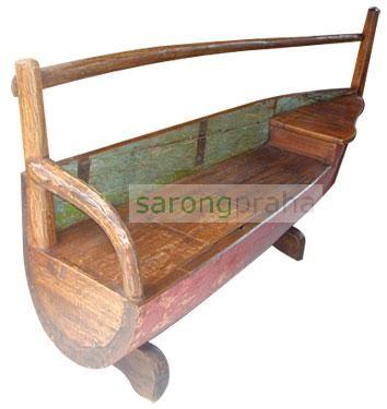 Lavice ve tvaru lodě:-) sarongpraha.cz