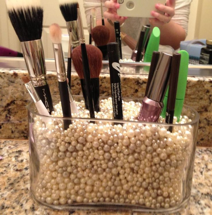 Ah what a great idea for make up brushes!