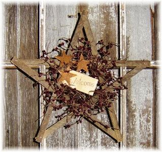 Lone Star wreath lookin like Texas to me ;-)