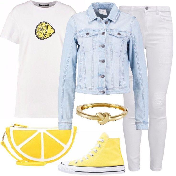 Un outfit composto da una maglia biancha a maniche corte, una giacca in denim, un jeans bianco ed un paio di Converse gialle, è perfetto per un pomeriggio con le amiche.