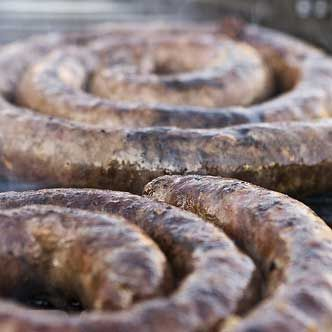 Volunteer with Via Volunteers in South Africa and try some delicious boerewors (farmer sausage) on a braai (BBQ)! https://www.viavolunteers.com/