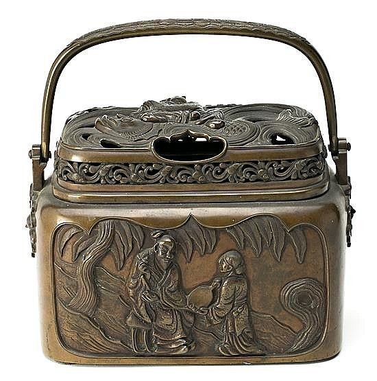 Japanese box-incense burner in brown patina bronze, late 19th century Stamp on the bottom 19x23.5x14 cm
