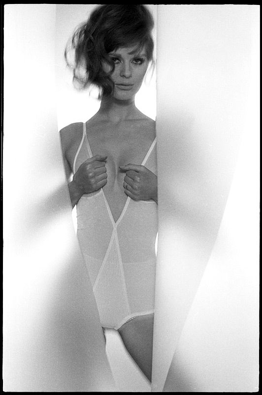 Paulene Stone, Vogue - 1965 / Photo by Brian Duffy