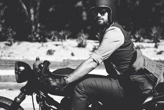 O Distinguished Gentleman's Ride é um evento que reúne motociclistas de mais de 250 cidades de diversos países e que teve seu início em 2012, em Perth, na Austrália. A ideia é vestir-se da maneira mais elegante possível, usando o personagem Don Draper, da série Mad Man, como exemplo e dessa maneira arrecadar, através de doações, fundos para pesquisas em prol da cura do câncer de próstata. O evento cresceu de forma impressionante desde sua primeira edição, chamando atenção pela elegância…