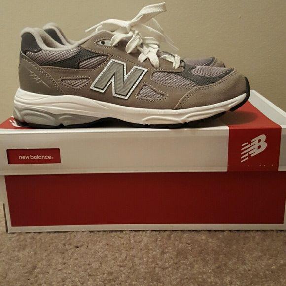 ... Grey New Balance 990