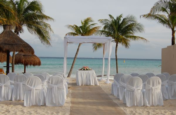 there's just something about beach weddings....