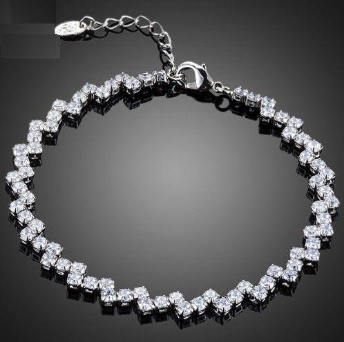 bratara mireasa de lux cu cristale http://www.bijuteriifrumoase.ro/cumpara/bratara-de-lux-692