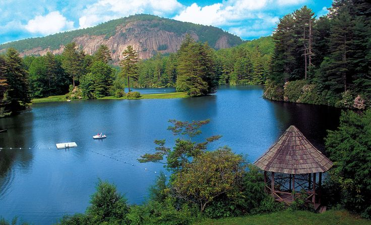 High Hampton Inn resort & lake near Cashiers in the North Carolina mountains