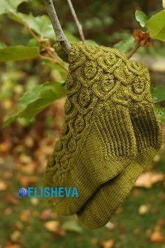 Красивые женские носки «Ivy trellis» от Alana Dakos вязаные спицами