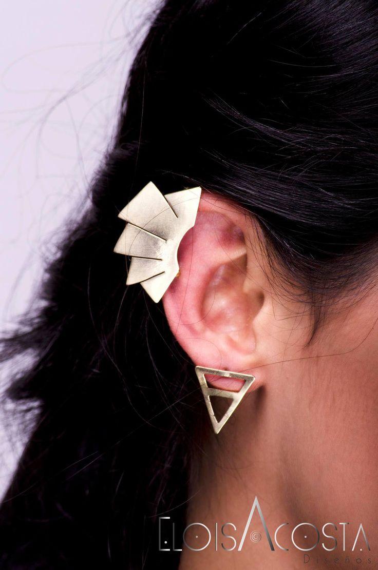 Ear Cauff modelo Flabelo en bronce. Aretes modelo Piramide en bronce.