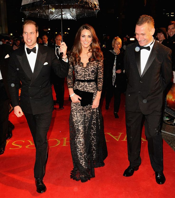 Кейт Миддлтон примерила 3D-очки и в третий раз надела любимое платье : Принц Уильям и Кейт Миддлтон / фото 1