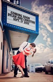 Dale un giro creativo a tus Save The Dates. ¿Qué te parece éste inspirado en una foto clásica?