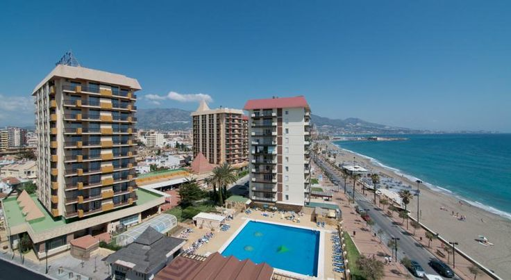 Las Pirámides Fuengirola Las Pirámides Hotel is located right in front of the sea and in the centre of Costa del Sol. It is close to various golf courses and only a short distance from some of the most interesting cities of Andalucia.