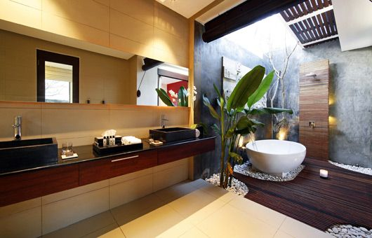 Master Ensuite. Glass roof to give you the outdoor shower feeling....