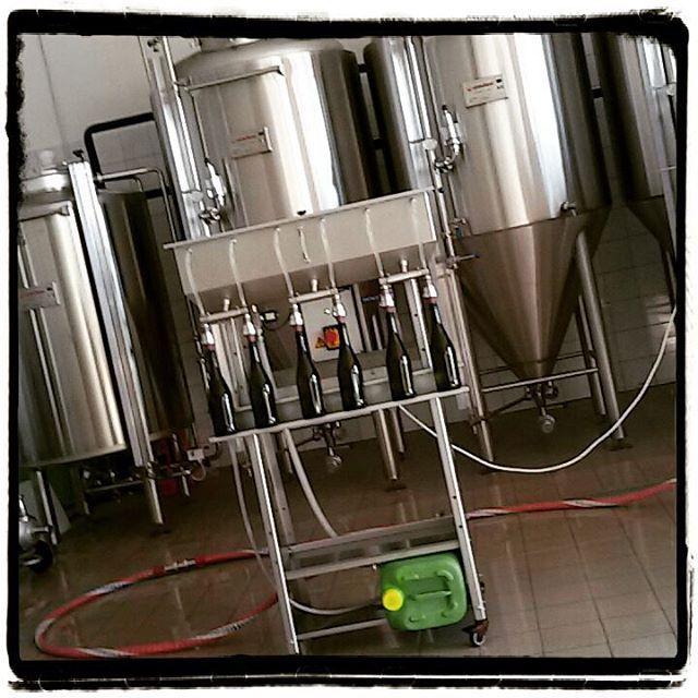 Oggi si imbottiglia!   #birra #mezzavia #birramezzavia #birraitaliana #birraartigianale #craftbeer #buonabirra #justgoodbeers #beerstagram #instabeer