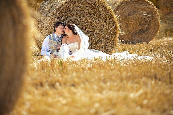 один свадебная фотосессия стог сена предлогом, почему
