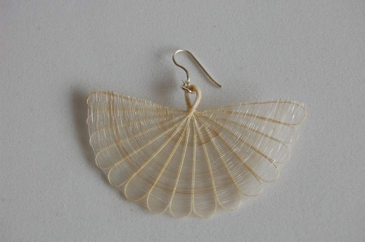 Big fan earring in mane (horse hair) and silver. Color: Natural raw.