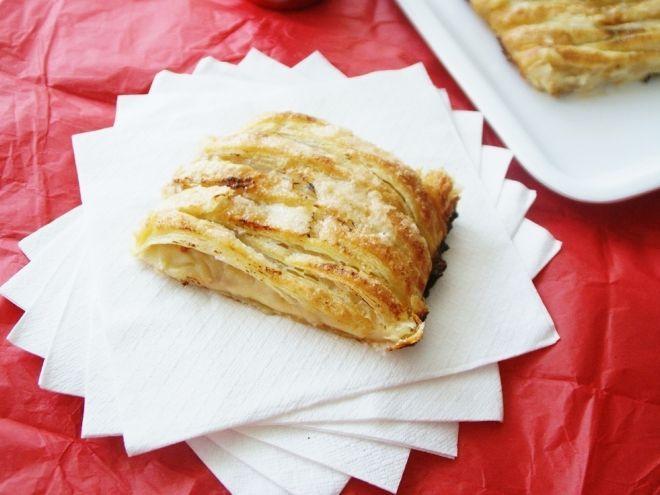 Hojaldre con pollo y cebolla caramelizada