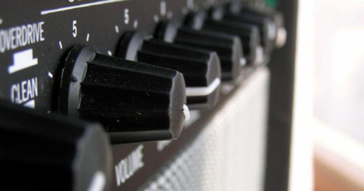 Cómo solucionar los problemas de un amplificador de guitarra. Cómo solucionar los problemas de un amplificador de guitarra. Muchos de los problemas de un amplificador de guitarra pueden ser resueltos por la solución de problemas simples. Incluso si el amplificador no puede ser reparado, a menudo, cuando se diagnostica el problema, puede ser utilizado en torno a la duración de un espectáculo. La clave está en ...