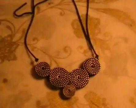 #Tutorial per creare una #collana con le cerniere http://www.comefaremania.it/tutorial-creare-collana-le-cerniere/ #riciclo