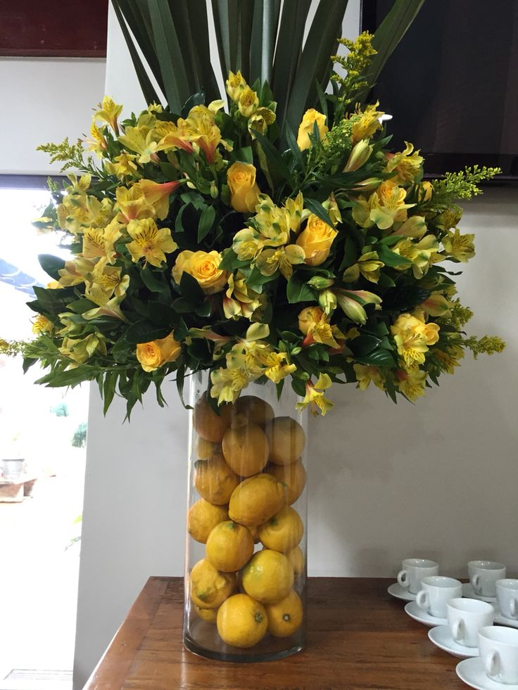 Party decor: flowers and sicilian lemons.