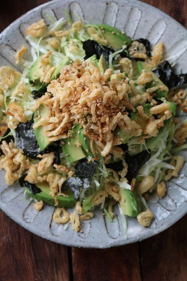 千切りキャベツとアボカドのカリカリお揚げサラダ。 by 栁川かおり ...