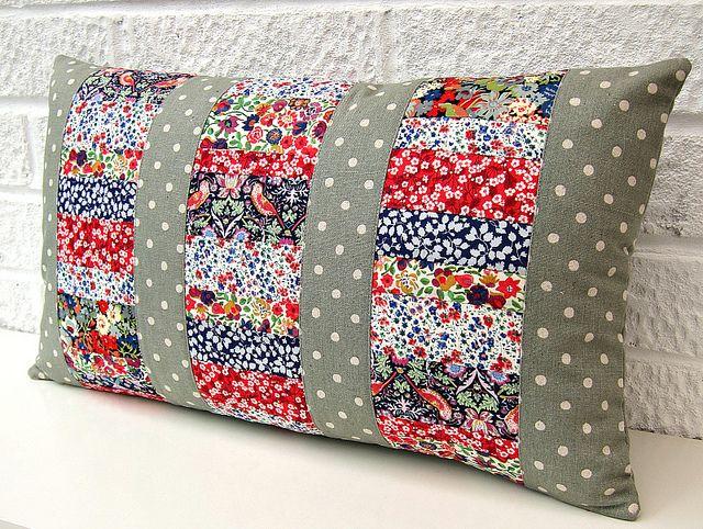 Patchwork panel cushion   por Very Berry Handmade