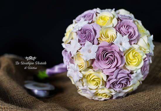 Bouquet sposa lillà giallo con rose stefanotis gelsomino madagascar. Bridal bouquet lilla and yellow. Vuoi vedere altri bouquet simili? Vai su http://misposoamodomio.it/bouquet-sposa-sembrano-veri/