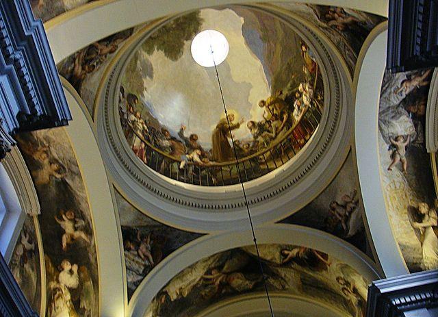 Interior de la iglesia de San Antonio de la Florida, decorada con frescos de ...