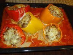 Gefüllte Paprika mit Tomatensoße