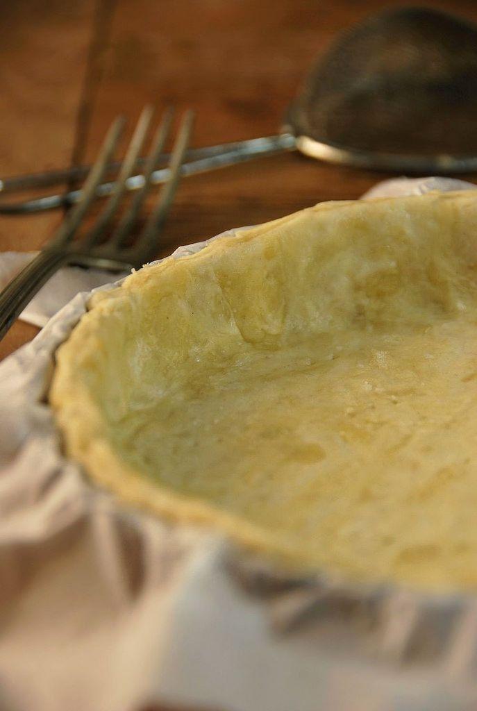 Pâte à tarte sans beurre : 250 g de farine, 8 cl d'huile, 8 cl d'eau, 1 pincée de sel