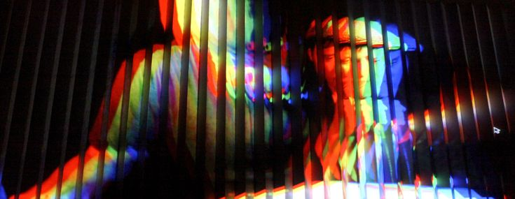 lenticular wall from complex movements performance