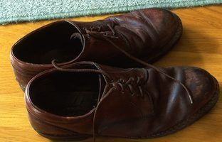 How Do You Remove Mold Stains & Smell From Shoes? thumbnail