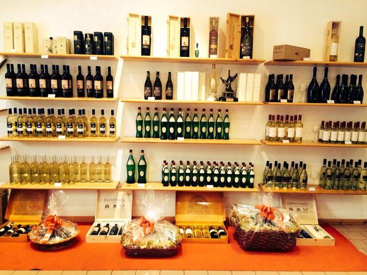 #PuntoVendita #FaziBattaglia #Castelplanio viene a scegliere il #regalo giusto per te! oppure vai su winestore.fazibattaglia.com