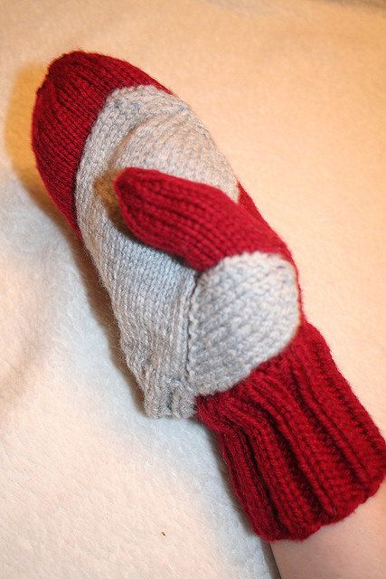 Either I figure out the pattern or I will sew  an adult and a kid mitten together.  Idea for 2013.