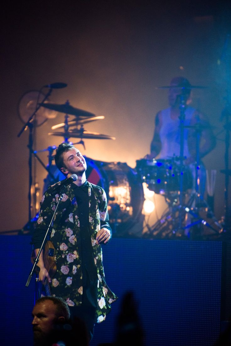 twenty one pilots @ Tower Theater, Upper Darby, Pennsylvania <<<this picture is amazing.