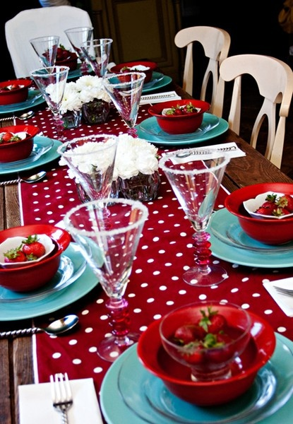 red & turqoise super cute blue plate and strawberry red tablerunner a classy tablescape. Rustic but fun, perfect for little red riding hood, or girl birthday party theme.