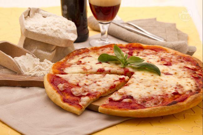La pizza di Kamut è una preparazione a base di farina di Kamut, un cereale della famiglia del grano duro molto nutriente e di coltivazione biologica.