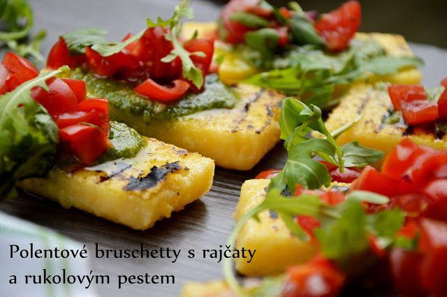 TynaTyna: Polentové bruschetty s rajčaty a rukolovým pestem
