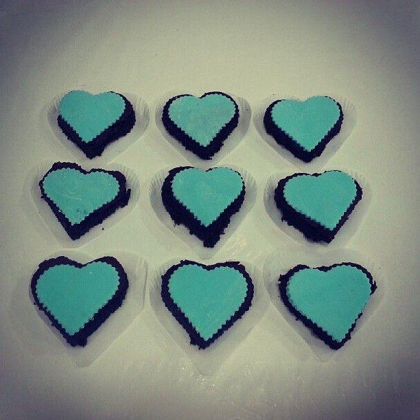 Regala amor! Regala unos ricos #Brownies melcochudos en forma de #corazon - Pídelos en #Bogota 317 657 5271 (1) 625 1684 o visítanos en #Cedritos en la Cra 11 No. 138 - 18. Síguenos también en www.Facebook.com/PasteleriaSoSweet Twitter: www.twitter.com/sosweetchef Pinterest: www.pinterest.com/sosweetcol e Instagram: @PasteleriaSoSweet