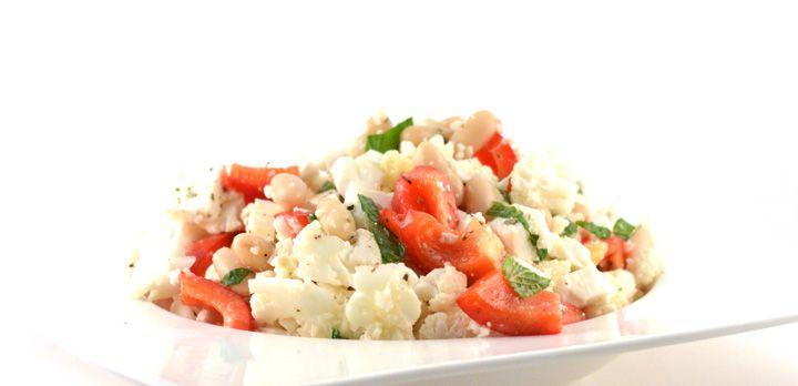 Over de bloemkoolsalade met feta Deze bloemkoolsalade met feta is niet alleen mega lekker, hij is ook nog eens binnen zo'n 8 minuten te bereiden. Zo lekker snel kan gezond zijn!  Mijn vriendin plaatste dit receptal na …