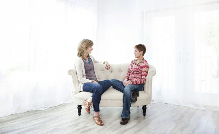 Ilse and Anneli having a business conversation.