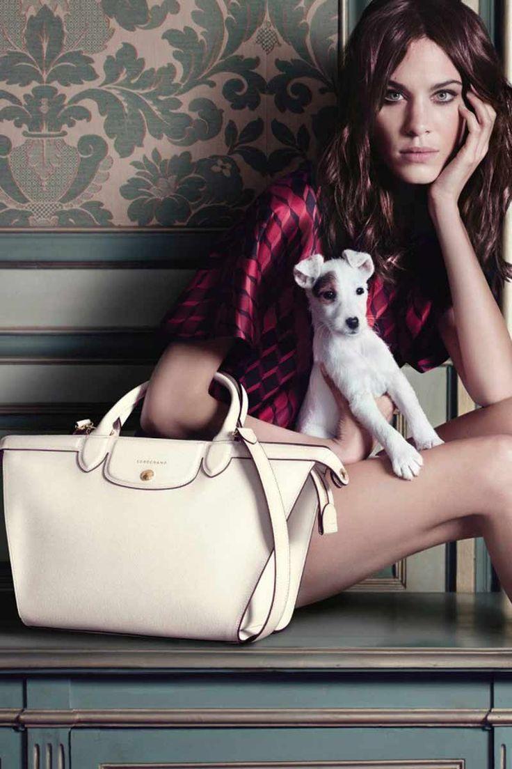 Kendall Jenner reafirma su estatus como modelo en la nueva campaña de Givenchy. Ésta y todas las imágenes que nos harán soñar la próxima temporada, ya en Vogue.es.