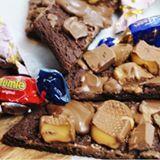 """Galet goda chokladsnittar med blandad choklad som topping. Enkelt och uppskattat. Detta recept och mycket mer hittar du på www.victoriasprovkök.se sök """" chokladsnittar med choklad"""" i sökfunktionen för recept. #choklad #kaka #småkakor #sweet #baka #bakblogg #bakbloggare #sweden #sverige #örebro #influencer"""