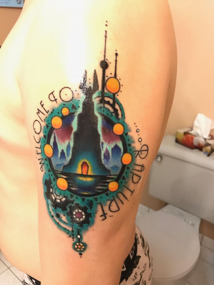Bioshock Lighthouse done by Dan K at Dawg Pound (Niagara Falls). Hard to get a picture of it so try not to mind the glare !