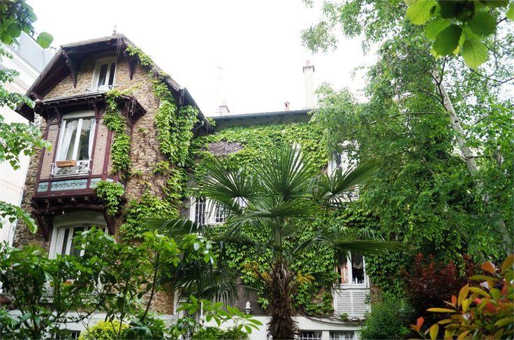 Superbe maison bougeoise à vendre chez Capifrance à Nogent sur Marne.    Sublime hôtel particulier datant du début du 20e siècle : 250 m², 10 pièces, 7 chambres.    Plus d'infos > Jean-Claude Chicheportiche, conseiller immobilier Capifrance.