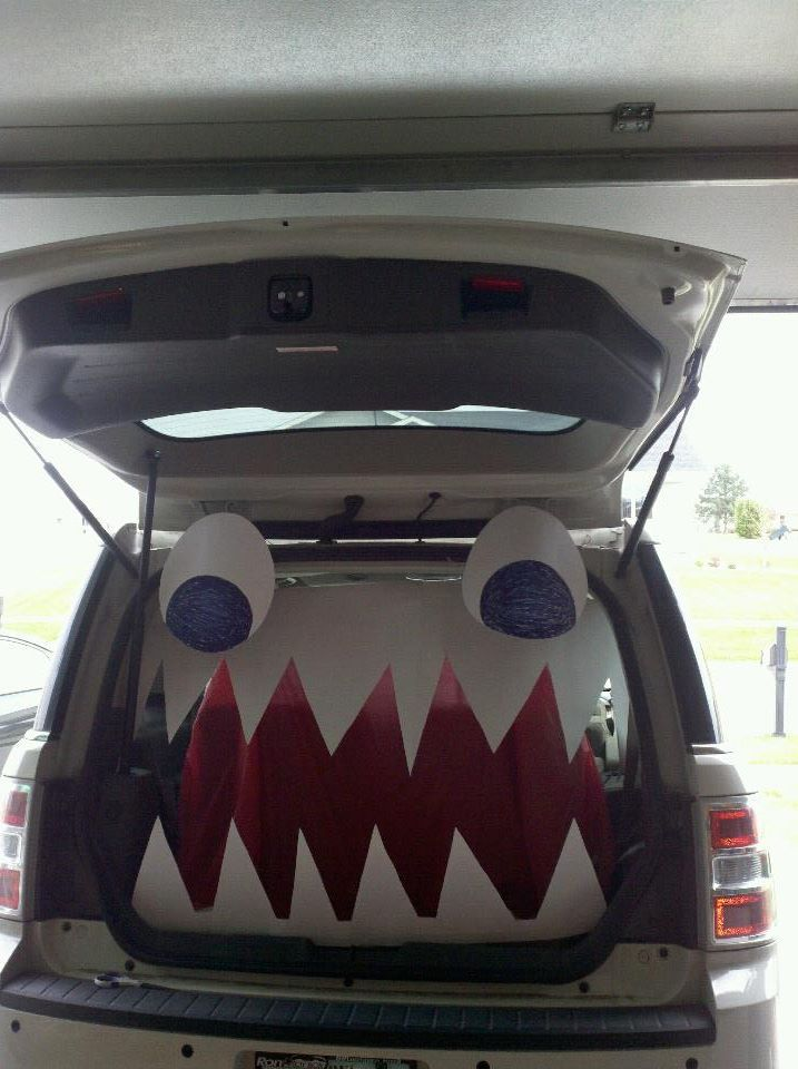 so easy and cheap trunk or treat idea
